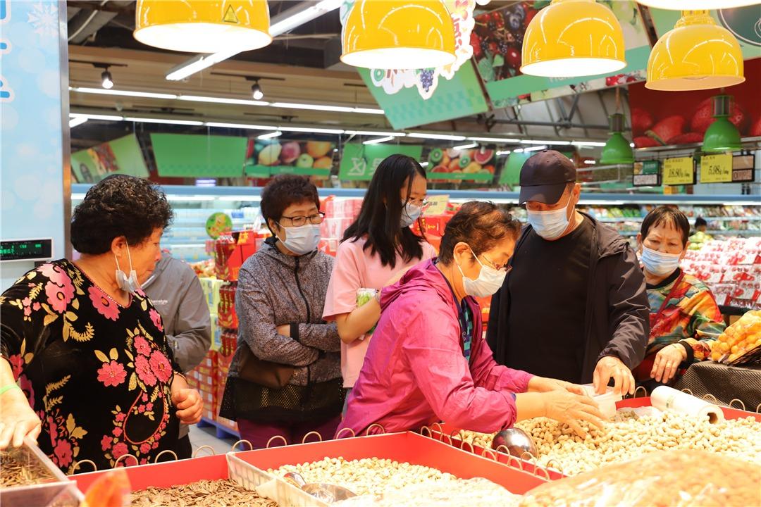 旺豪超市海口三亚两地十家卖场的年货优品大街引爆居民争相办年货