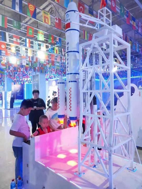 太原春节动物园庙会引入中国航天科普巡展和互动嘉年华