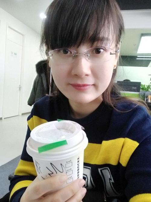 职上网胡芳老师:课堂上的优雅女神 助力学员职场提升
