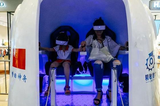株洲暑假模式开启 家长都带孩子来VR航天航空体验展玩儿!