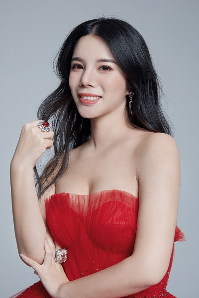 """余晚晚被亚洲知名杂志《PRESTIGE》誉为 """"改变亚洲时尚新风貌的年轻女性"""""""